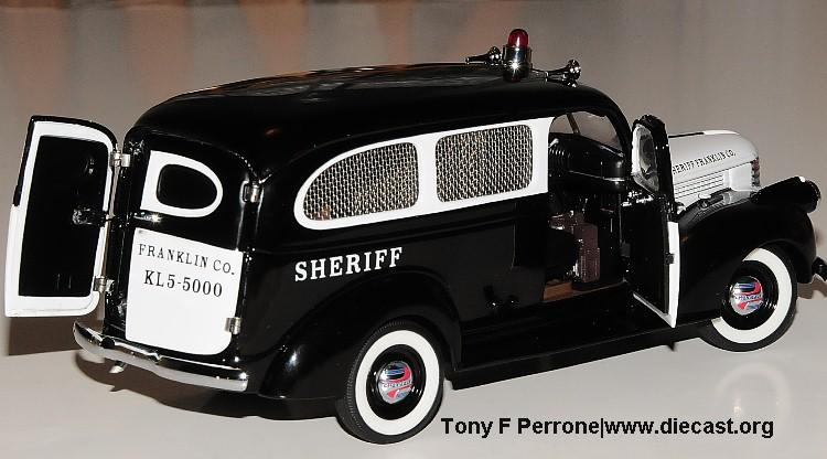 Subarban >> PhillyMint-Franklin Mint 1946 Chevy Suburban Sheriff's Wagon Ltd. Ed. 1:24th Diecast scale model